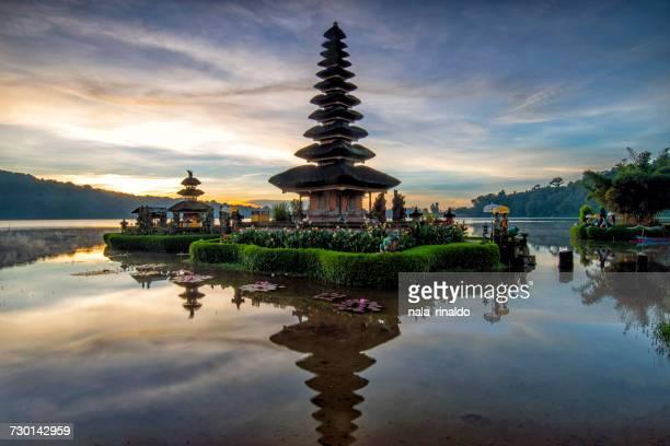 pura ulun danu beratan, bali, indonesia - lake bratan area stock pictures, royalty-free photos & images