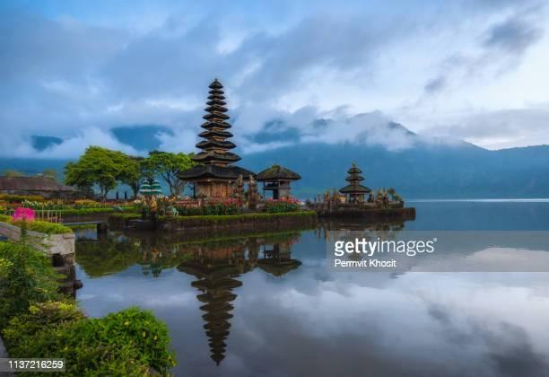 pura ulun danu bratan, bali, indonesia. - lake bratan area stock pictures, royalty-free photos & images