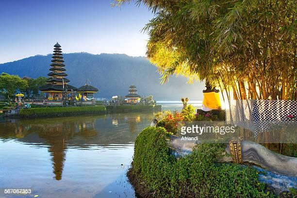 pura ulun danu bratan, bali, indonesia - lake bratan area stock pictures, royalty-free photos & images