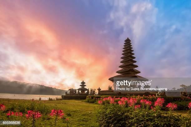 pura ulun danu bratan, hindu temple on bratan lake, bali, indonesia - lake bratan area stock pictures, royalty-free photos & images