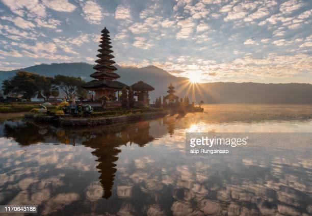 pura ulun danu bratan temple in bali, indonesia. - lake bratan area stock pictures, royalty-free photos & images
