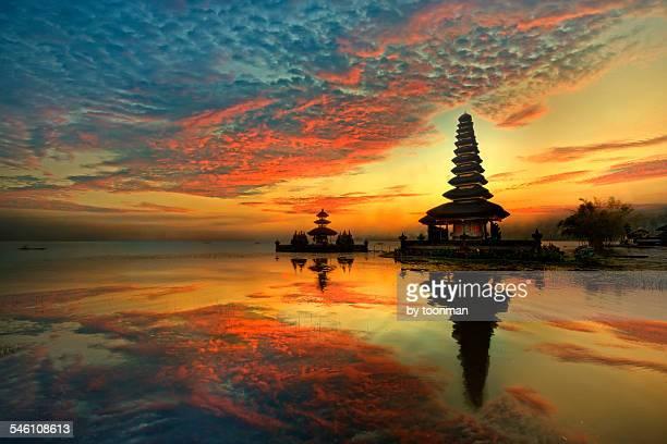 pura ulun danu bratan water temple, bali - lake bratan area stock pictures, royalty-free photos & images