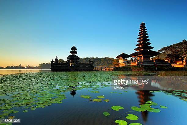 pura ulun danu - lake bratan area stock pictures, royalty-free photos & images