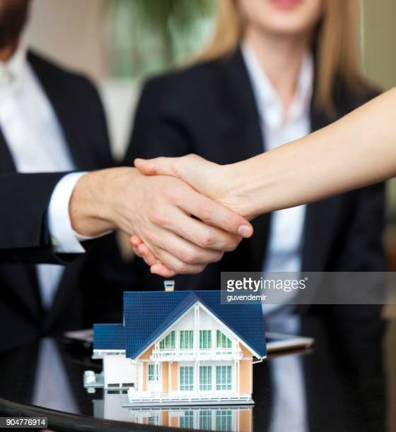 purchase agreement for new house - real estate sign stock pictures, royalty-free photos & images