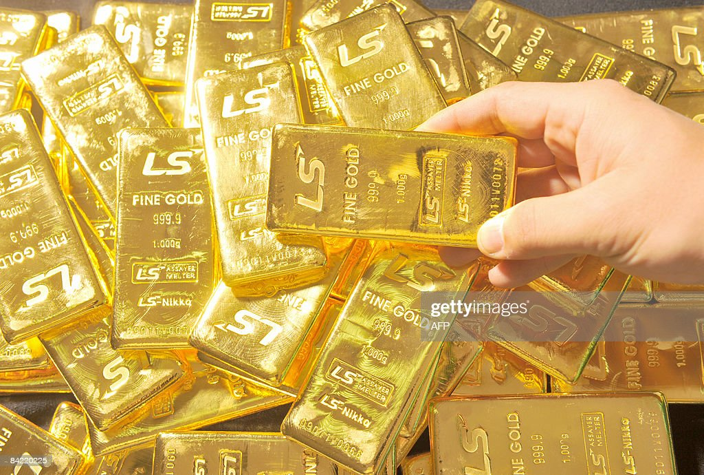 Pure 1,000-gram gold bars produced by So : News Photo