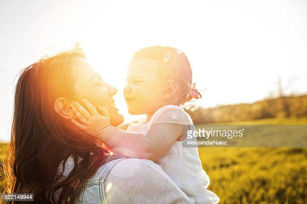 pure love - happy mothers day mom stock-fotos und bilder