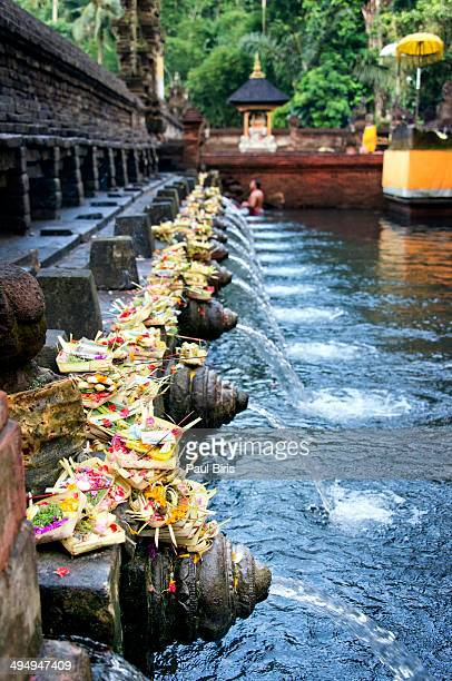 purifying pool - pura tirta empul temple stock pictures, royalty-free photos & images