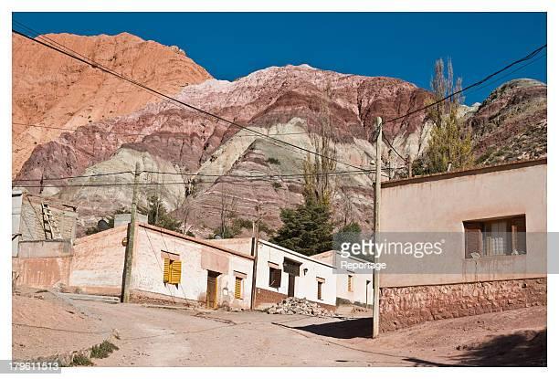 purmamarca - cerro de los siete colores - cerro de los siete colores foto e immagini stock