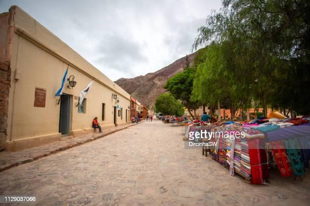 purmamarca, jujuy, argentina. - cerro de los siete colores foto e immagini stock