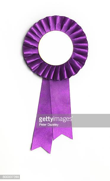 purple award rosette and ribbon - récompense photos et images de collection