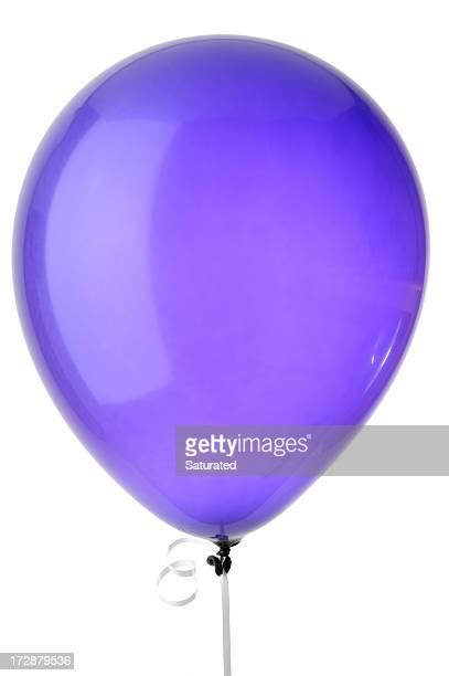 Globo de color púrpura aislado sobre fondo blanco