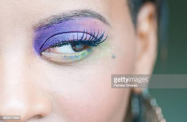 purple eye - アイメイク ストックフォトと画像