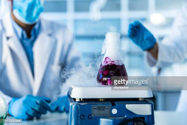 purple liquid in a beaker on magnetic stirrer in laboratory. - volume fluid capacity stock pictures, royalty-free photos & images