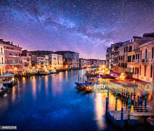 purple photo venecia venezia venice milkyway night ponte di rialto view clouds - venezia foto e immagini stock