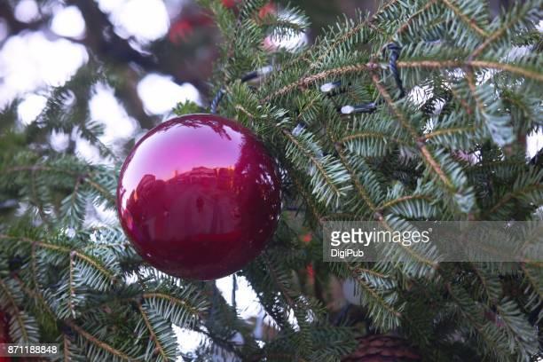 Purple reflective bauble festoon Christmas tree