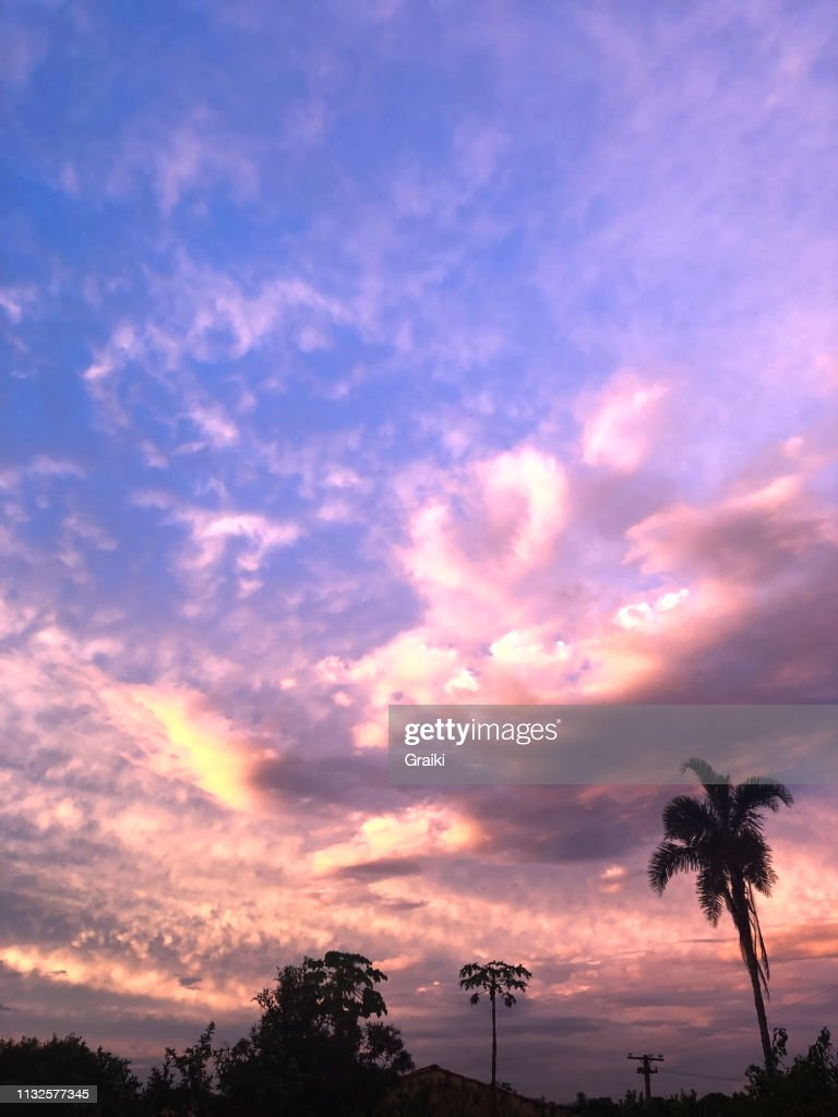 Purple Sunset In The Neighborhood Foto De Stock Getty Images