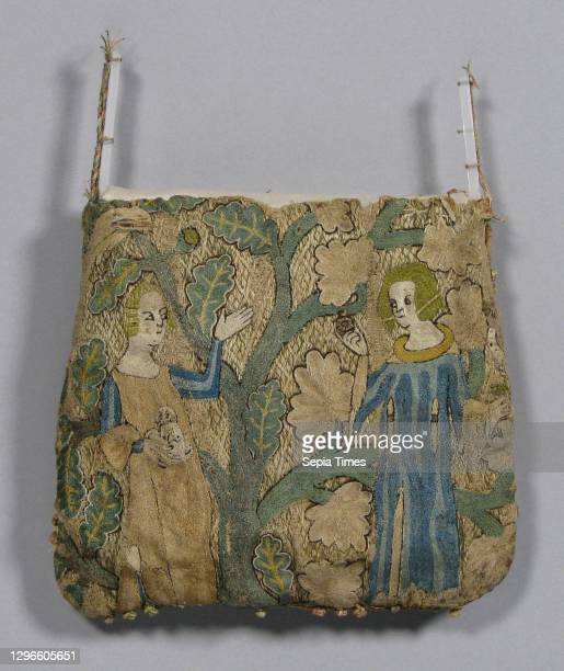 Purse, early 14th century, French, Silk, linen, gold leaf, Overall: 5 1/2 x 6in. , Textiles-Embroidered.