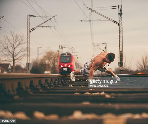 Pompes sur la ligne de chemin de fer.