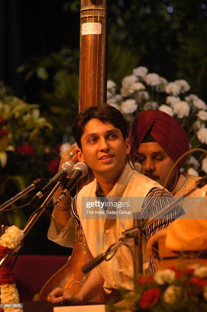 Pushkar Lele, Hindustani Classical Vocalist performing in New Delhi