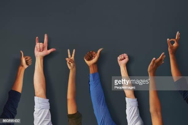 zet de handen omhoog kerels - moeiteloos stockfoto's en -beelden
