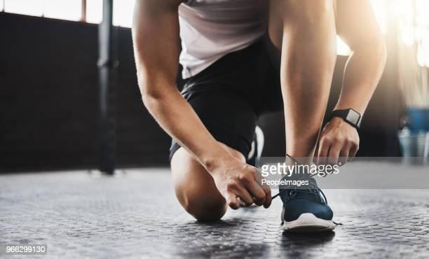 put your best foot forward in the fitness game - ténis calçado desportivo imagens e fotografias de stock