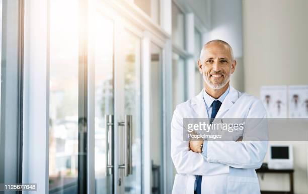 ik zet uw gezondheid eerst in mijn praktijk - mannelijk stockfoto's en -beelden