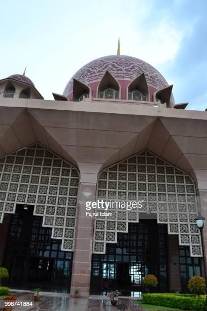 putra mosque in putrajaya, malaysia - putrajaya stock pictures, royalty-free photos & images