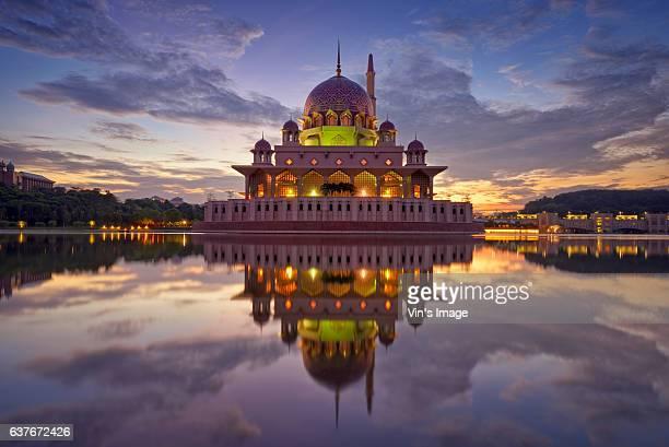 putra mosque - putrajaya stock pictures, royalty-free photos & images