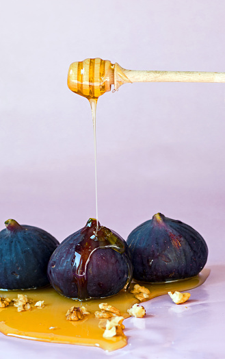 Putting honey on fig - gettyimageskorea
