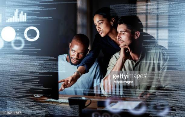 poner más capacidad intelectual en él - tecnología fotografías e imágenes de stock
