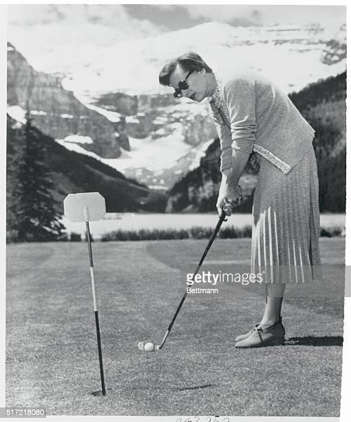 Putting Things Right Lake Louise Can Screen star Joan Crawford lines up a putt as she indulges in a little golf while vacationing at the Chateau Lake...