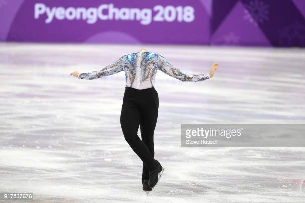 GANGNEUNG Pyeongchang FEBRUARY 11 Adam Rippon of the United States loses his head in his routine in the team competition at the PyeongChang 2018...