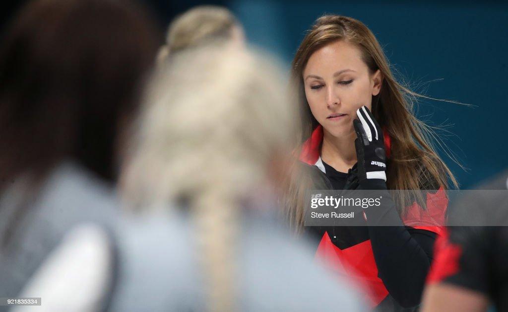 Canadian women's curling team : News Photo