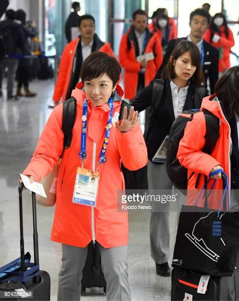 Pyeongchang Olympics women's 500meter speed skating gold medalist Nao Kodaira of Japan waves as she arrives at Yangyang airport eastern South Korea...