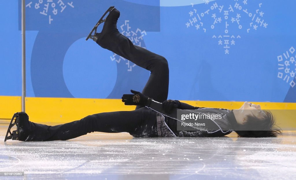 Pyeongchang Winter Olympic gold medalist Yuzuru Hanyu of Japan falls during practice in Gangneung, South Korea, on Feb. 21, 2018, for the figure skating exhibition gala. ==Kyodo