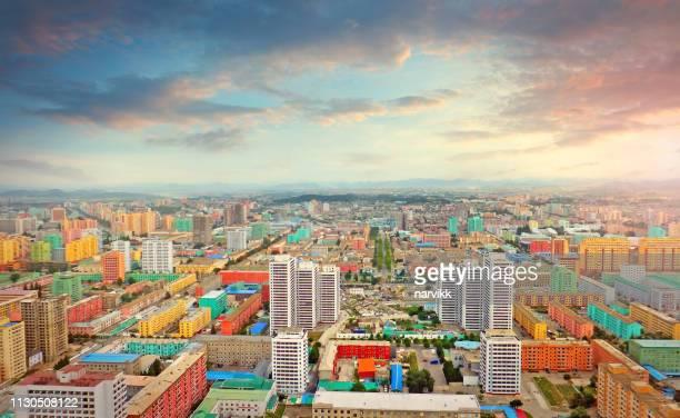 pjöngjang, der hauptstadt von nordkorea - pyongyang stock-fotos und bilder