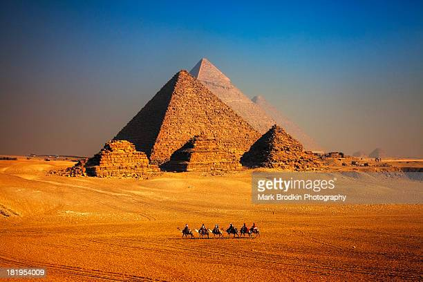 pyramid caravan - egypt stock pictures, royalty-free photos & images
