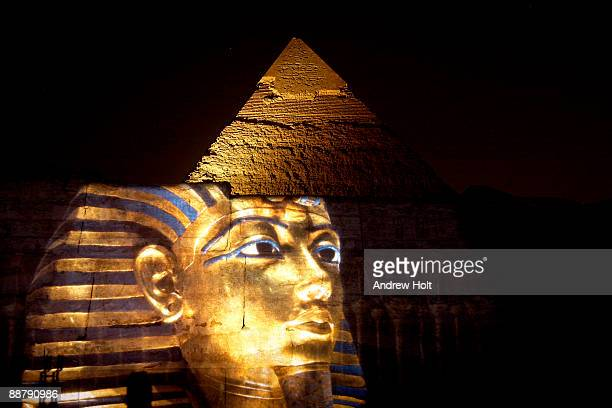 pyramid of khafre with projection, cairo, egypt. - death mask of tutankhamen stock pictures, royalty-free photos & images