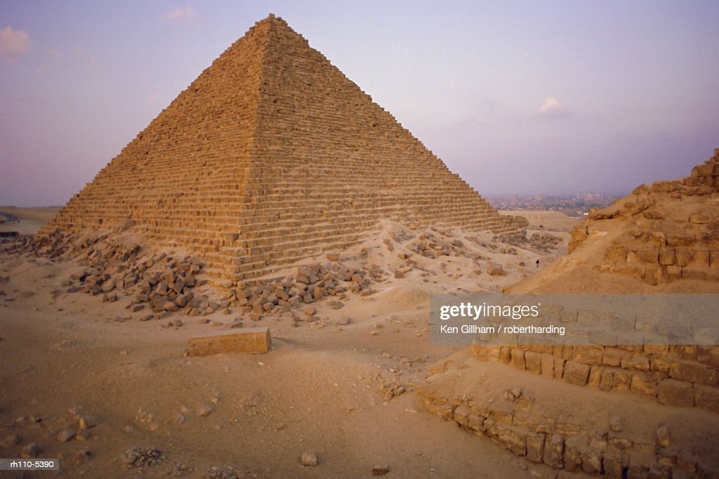 Pyramid of Micerinus, Giza, Egypt, North Africa : Foto de stock
