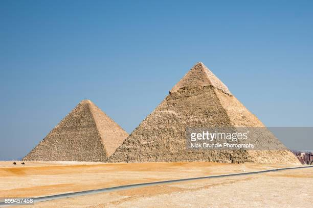 pyramids, giza, cairo, egypt - pyramid shape stock pictures, royalty-free photos & images