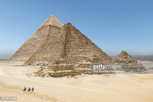 pyramids, giza, cairo, egypt - pyramid stock pictures, royalty-free photos & images