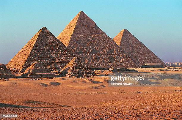 pyramids, giza, egypt - pyramid stock pictures, royalty-free photos & images