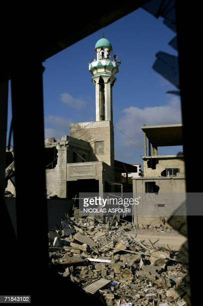 Houses lie in ruins in the Lebanese southern village of Qana 31 July 2006 one day after Israel air strikes killed at least 52 Lebanese civilians...