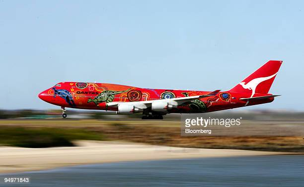 Qantas Airways Ltd airplane taxis on the runway at Sydney Airport in Sydney Australia on Wednesday Aug 19 2009 Qantas Airways Ltd Australia's biggest...