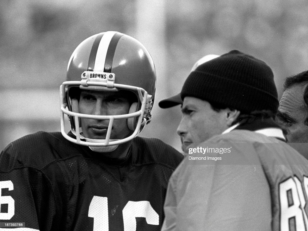 Houston Oilers v. Cleveland Browns : News Photo