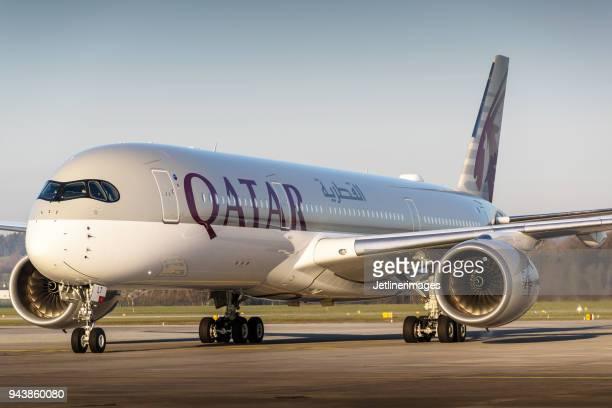 qatar airways airbus a350 - qatar airways a stock pictures, royalty-free photos & images