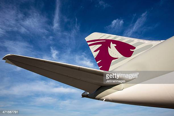 qatar airways boeing 787-8 dreamliner - vertical stabilizer stock pictures, royalty-free photos & images