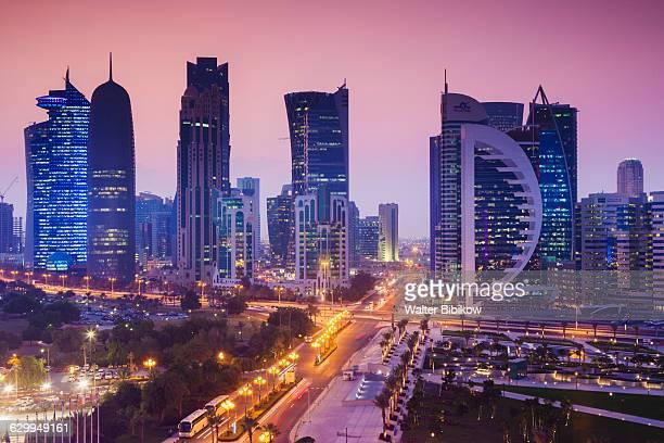 qatar, doha, exterior - doha photos et images de collection