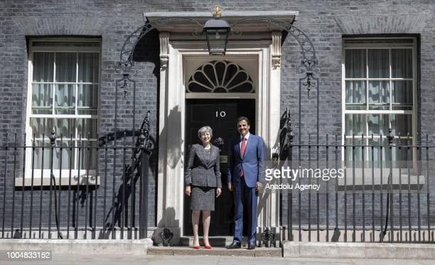 Qatar Emir Sheikh Tamim bin Hamad alThani is welcomed by British Prime Minister Theresa May in front of the 10 Downing Street official residence of...