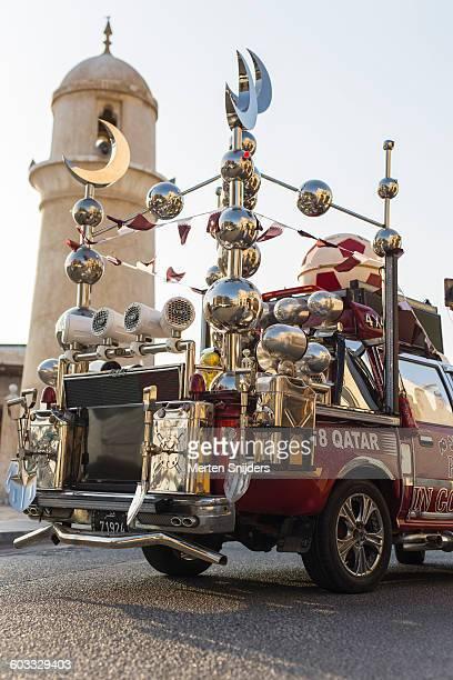 qatar mascot car islam and soccer - merten snijders stockfoto's en -beelden